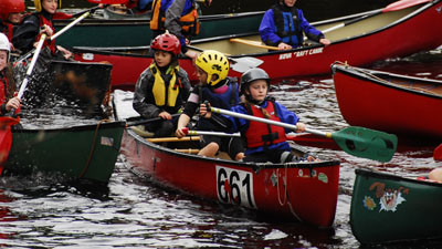 Kids learning how to Kayak